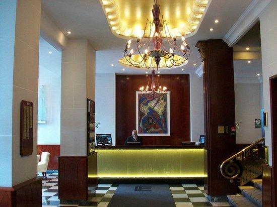 Elite Hotel Savoy: Reception Area