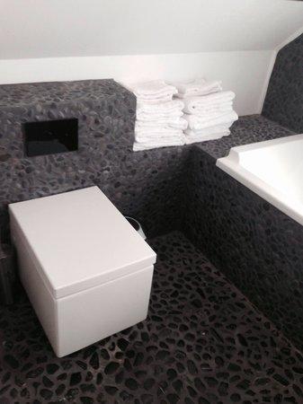 Apartment K: Bathroom