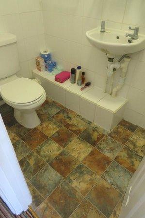 The New Ocean Hotel: Shower Room 2