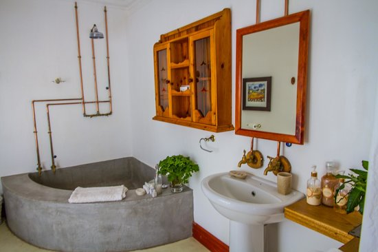 African Vineyard Hotel/Guesthouse, Wedding, Conference & Wellness SPA: Bathroom