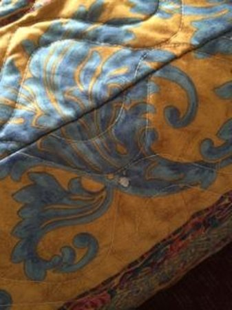 Oh St Joseph Resort Hotel: hotel bed spread