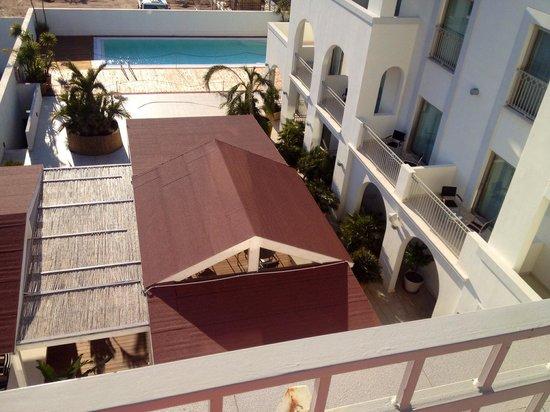 Jazz Hotel : Piscina y terraza restaurante