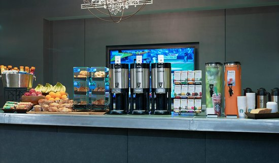 The Manhattan at Times Square Hotel: Grab n' Go Breakfast