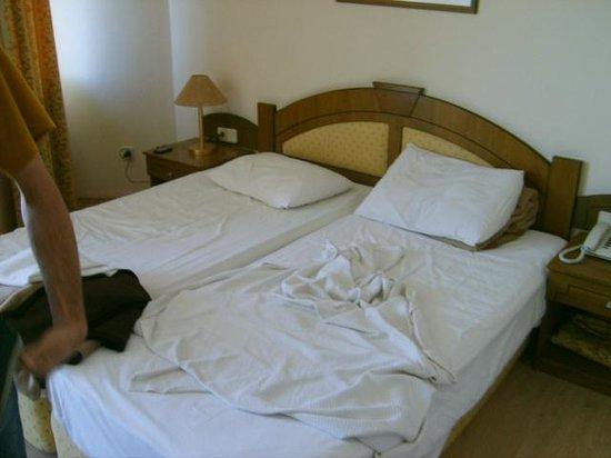 Sun Beach Hotel: Bett