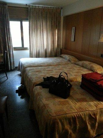 Hotel Jaume I : très mal insonoriser et vue donnant sur bâtiment moins de 3 mètres