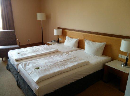 Sorat Insel-Hotel Regensburg: Bed