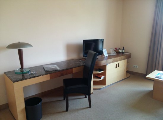 Sorat Insel-Hotel Regensburg: Desk
