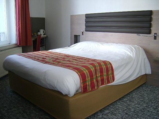 BEST WESTERN Grand Hotel de Flandre : Hotel de Flandre, habitación doble, Namur, Bélgica.