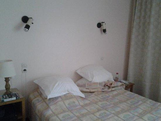 Le Logis des Cordeliers Hotel: bed