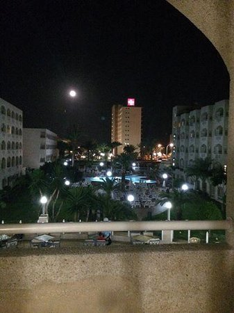 ClubHotel Riu Costa del Sol : The Pool at Night