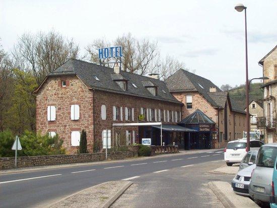 Hotel Les 2 Rives: vue de l'hôtel de l'extérieur