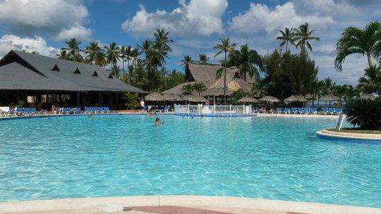 Grand Bahia Principe San Juan: Main expansive pool