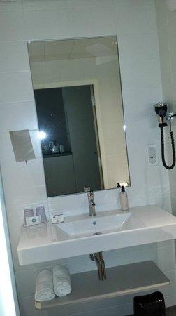 BEST WESTERN PLUS Paris Meudon Ermitage: La salle de bain