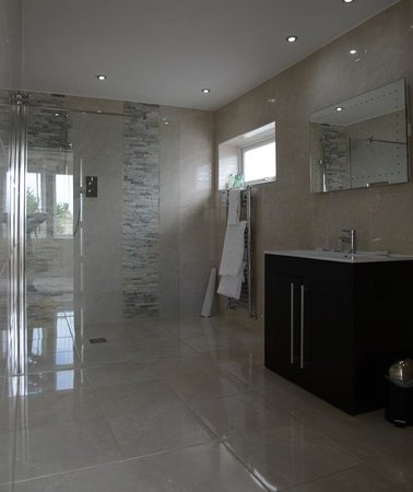 The Meadfoot Bay: Large Bathroom - Suite room 21