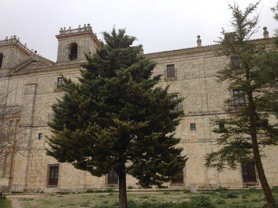 Hospederia Monasterio de Ucles : Fachada del Monasterio de Uclés - en el piso superior se encuentra la Hospedería