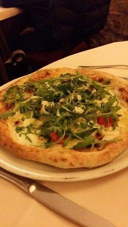 Damimo: Pizza Massimo con mozzarella di bulfala, pomodori pachino e rucola