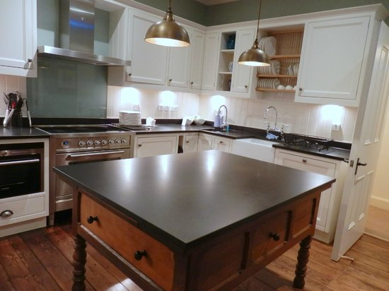 Dumfries House Lodge: Kitchen which opens out to dining area