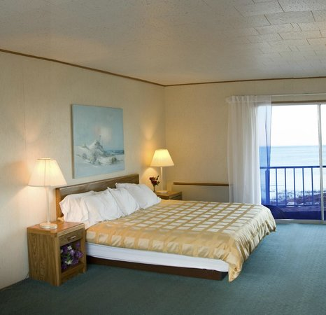 K Royale Lakefront Inn: King Size Lake View Room