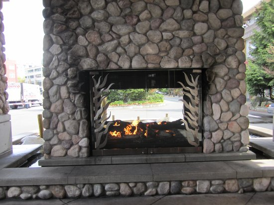The Edgewater, A Noble House Hotel : The beautiful entrance fireplace