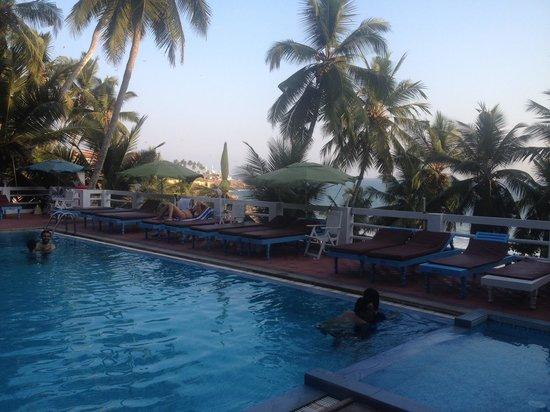 Vijay Varma Beach Resort: Swimmingpool zum Mitbenutzen - sehr fein!