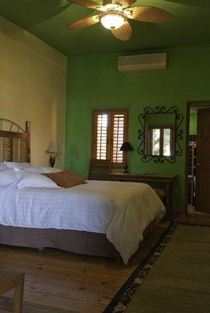 Hotel California: Standard Room