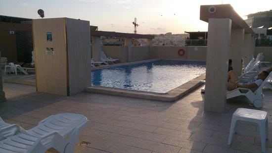 Alexandra Hotel Malta : Piscine sur le toit