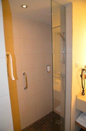 FourSide Hotel & Suites Vienna: La doccia