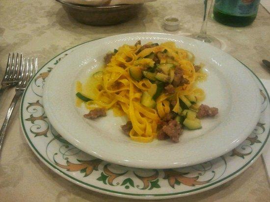 Grand Hotel Rinascimento : Tagliatelle di pastificio ai funghi zucchine e salsiccia