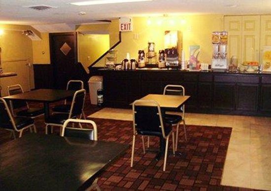 Quality Inn Barre/Montpelier : Free, Hot Continental Breakfast Room