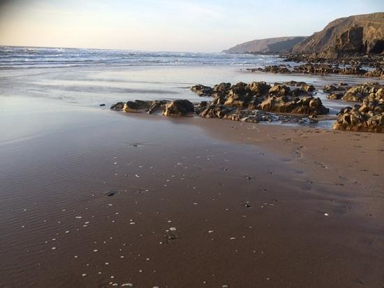 Gooseham Barton Stables & Farm Cottages: Sandy Mouth beach - great to try bodyboarding