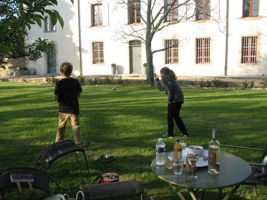 Bocce on the front lawn, Chateau de Palaja