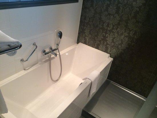 WestCord Fashion Hotel Amsterdam: Lovely bath...