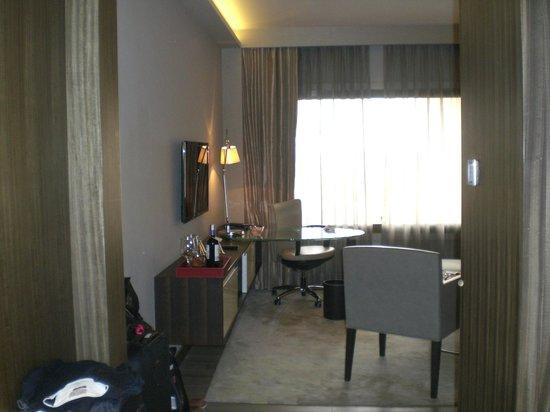 Hyatt Regency Delhi : TV and desk area in our suite