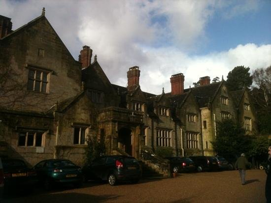 Gravetye Manor Hotel and Restaurant: front of the hotel