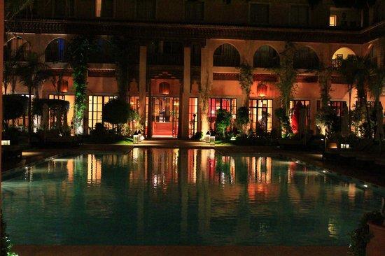 Les Jardins de La Koutoubia : gairdino interno di notte