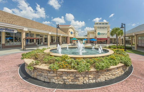 Find all of the stores, dining and entertainment options located at Carolina Premium Outlets®.
