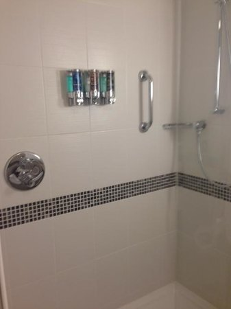 Hampton by Hilton Birmingham Broad Street: Shower with shampoo and soap pumps on the wall