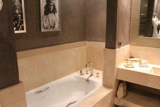 Les Jardins de La Koutoubia : bagno suite