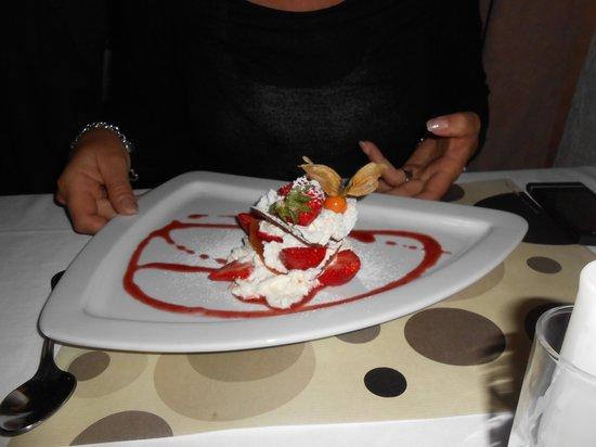 Hotel Restaurant Lou Caleu : dessert proposé par le restaurant