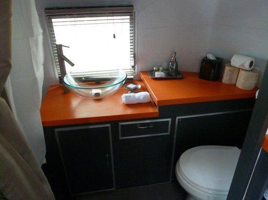 Flying Flags RV Resort & Campground : Small, but functional bathroom