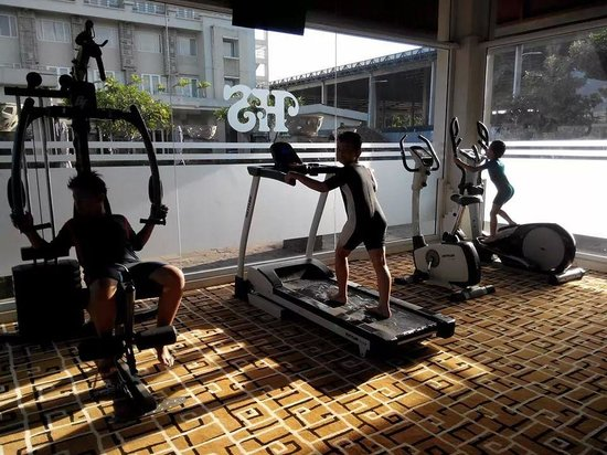 Hotel Santika Taman Mini Indonesia Indah-: mini gym