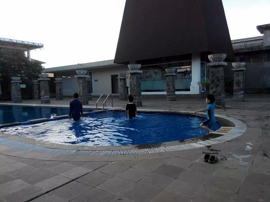 Hotel Santika Taman Mini Indonesia Indah-: swimming pool