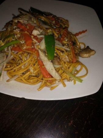 Sabai Thai: Chicken noodles - GUEY TEOW PAD