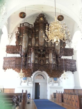 Erlöserkirche (Vor Frelsers Kirke): Organ by the entrance