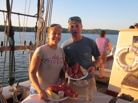 Schooner Stephen Taber Day Cruises : They don't mess around with their crustaceans!
