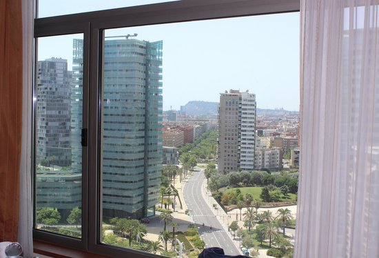Hilton Diagonal Mar Barcelona: View from our room. Sea is to the left
