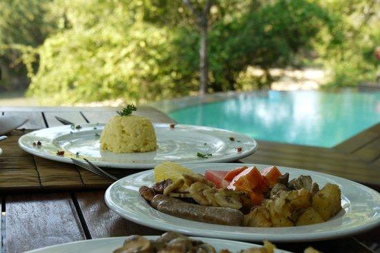 Imbali Safari Lodge: Breakfast