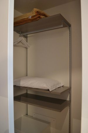 Mantova Residence: walk-in cupboard