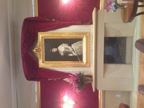 Kaiserin Elisabeth : В лобби отеля