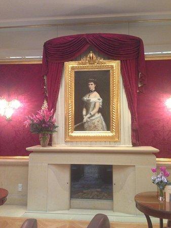Kaiserin Elisabeth: В лобби отеля
